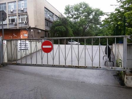 Изглед към входа на паркинга на КАТ София-област.