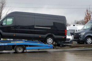 30. Транспорт, превоз, платформа, автовоз на чисто нови Mercedes Sprinter